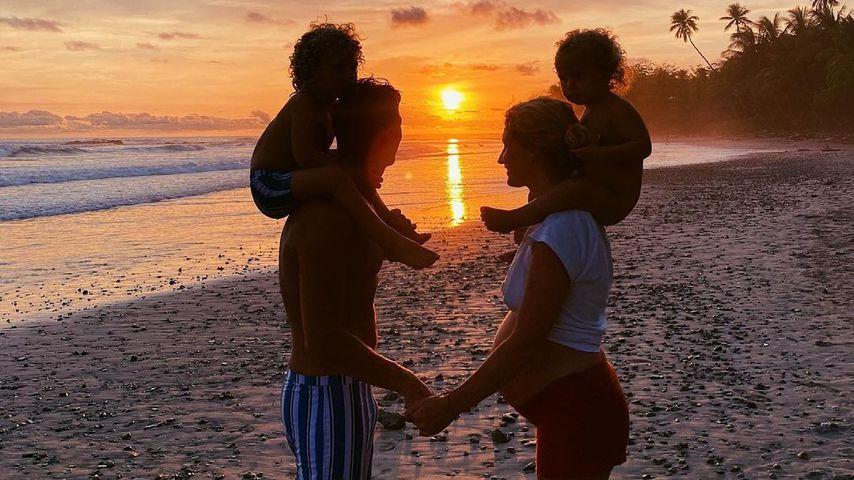 Janni und Peer Kusmagk mit ihren Kindern