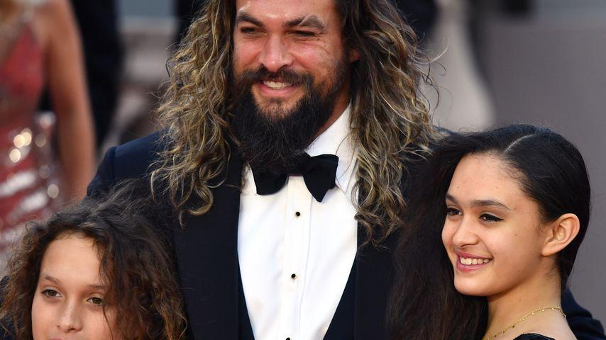 """Jason Momoa mit seinen Kindern Nakoa-Wolf und Lola Iolani bei der """"James Bond""""-Premiere in London"""