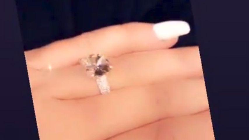 Jen Harley mit einem Ring