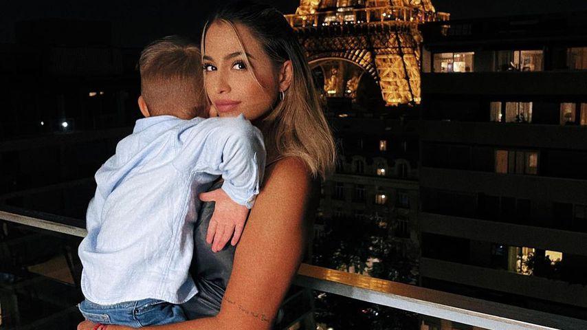 Jenefer Riili mit ihrem Sohn Milan in Paris