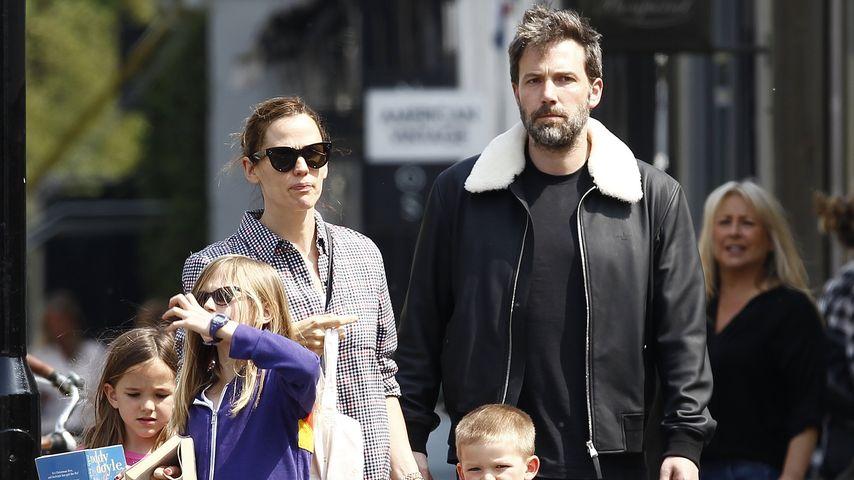 Jennifer Garner und Ben Affleck zusammen mit ihren drei Kindern in London