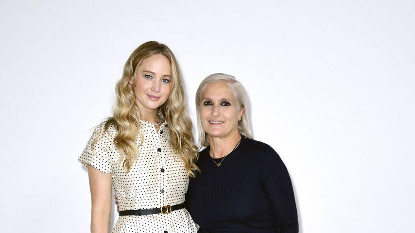 Jennifer Lawrence und Maria Grazia Chiuri bei der Fashion Week in Paris, Juli 2021