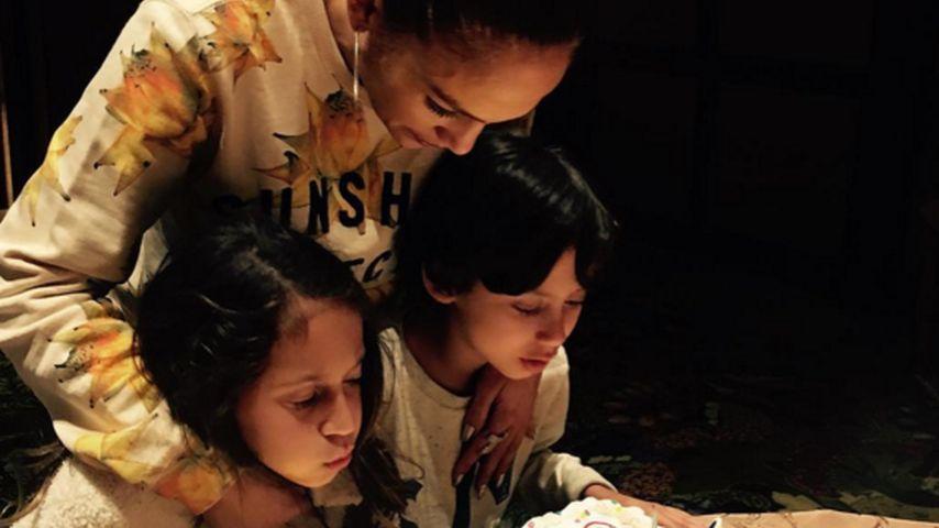 Liebes-Botschaft: Jennifer Lopez feiert mit ihren Zwillingen