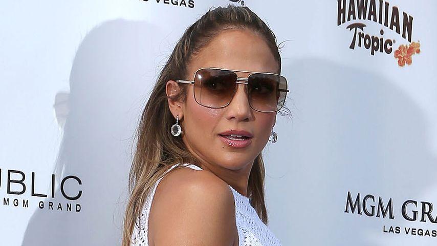 Heißes Outfit: Jennifer Lopez bein- & bauchfrei