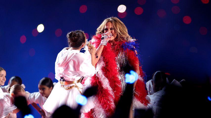 Jennifer Lopez und ihre Tochter Emme Maribel beim Super Bowl