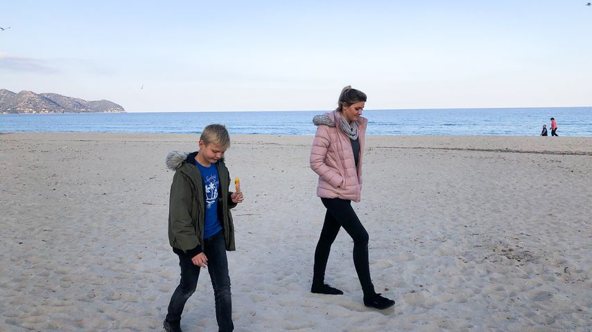 Jennifer Matthias mit ihrem Sohn Leon auf Mallorca