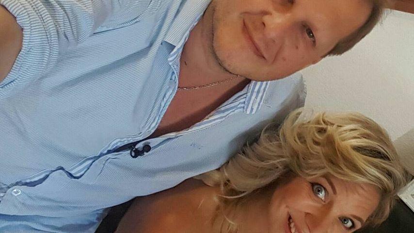 Jens Büchner und Daniela Karabas machen ein Selfie auf Mallorca