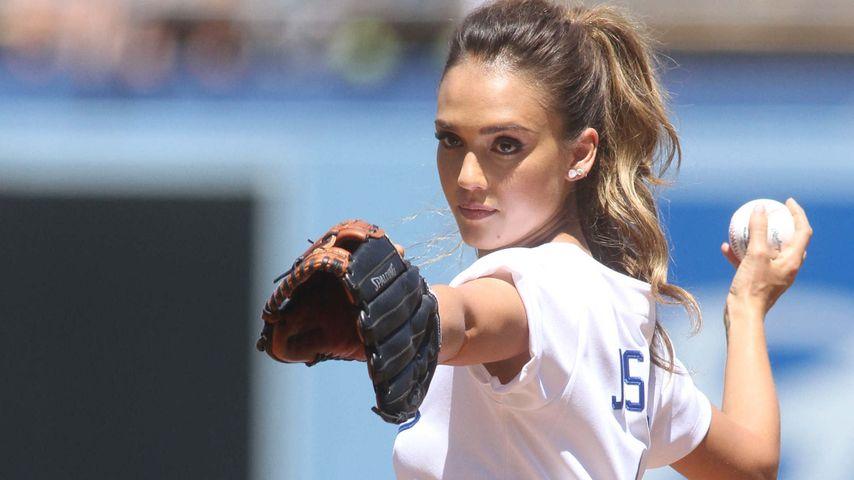 Sie kann alles: Jessica Alba punktet beim Baseball