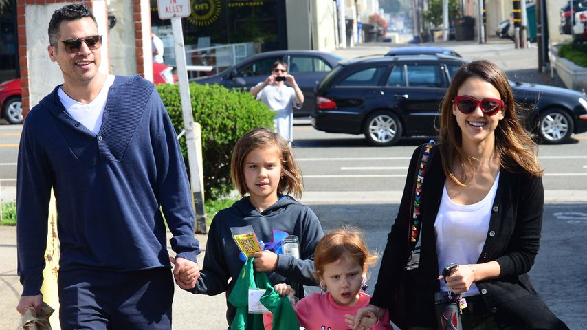 Jessica Alba und ihr Mann Cash Warren mit den Töchtern Honor und Haven in Santa Monica