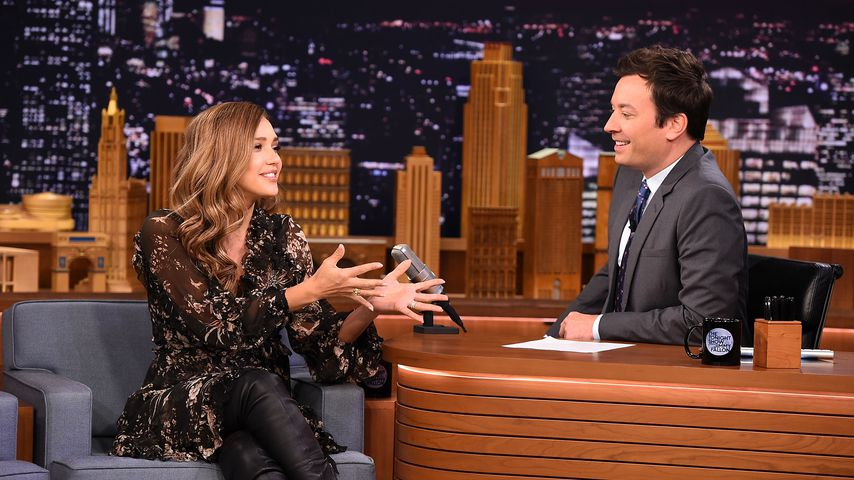 "Jessica Alba und Jimmy Fallon in der ""Tonight Show"""
