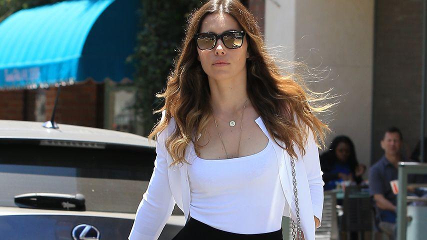 Jessica Biel geht in Beverly Hills spazieren