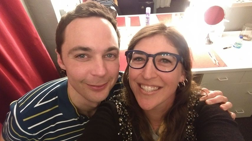 """Sheldon & Amy"": Mayim vergöttert Jim Parsons auch privat"