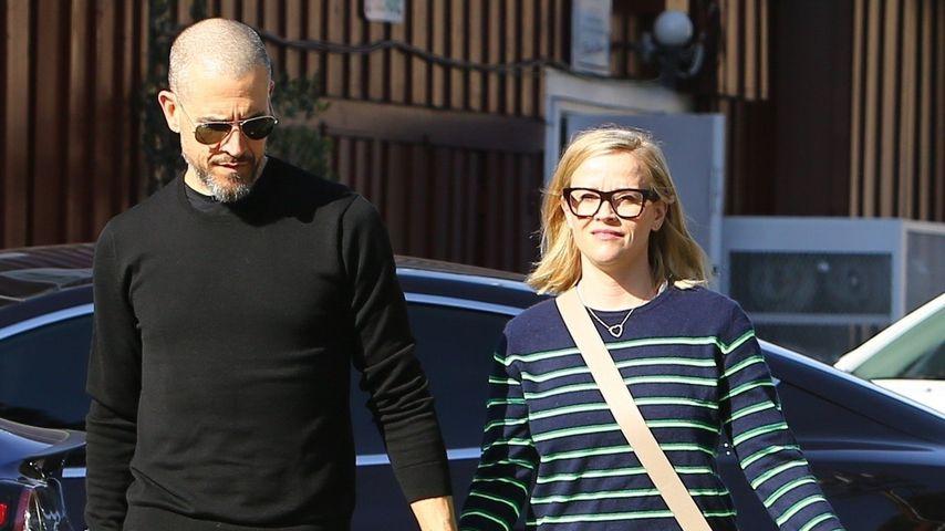 Reese Witherspoon und ihr Ehemann Hand in Hand abgelichtet
