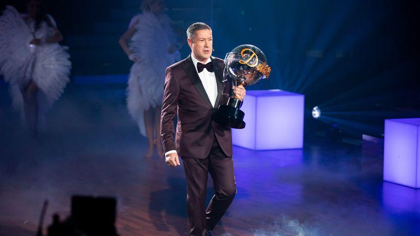 """Joachim Llambi mit dem """"Let's Dance""""-Pokal, 2020"""