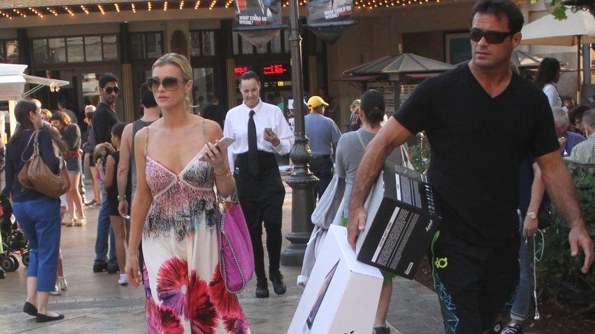 "Joanna Krupa und Romain Zago im ""The Grove"" in Hollywood"