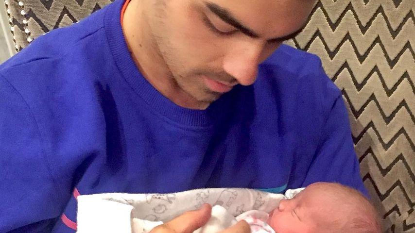 Joe Jonas mit seiner Nichte Valentina