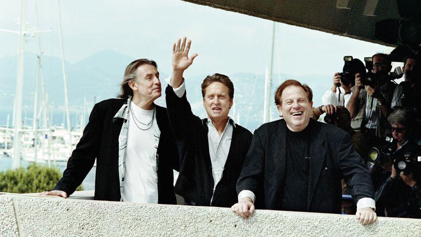 Joel Schumacher, Michael Douglas und Arnold Kopelson im Mai 1993