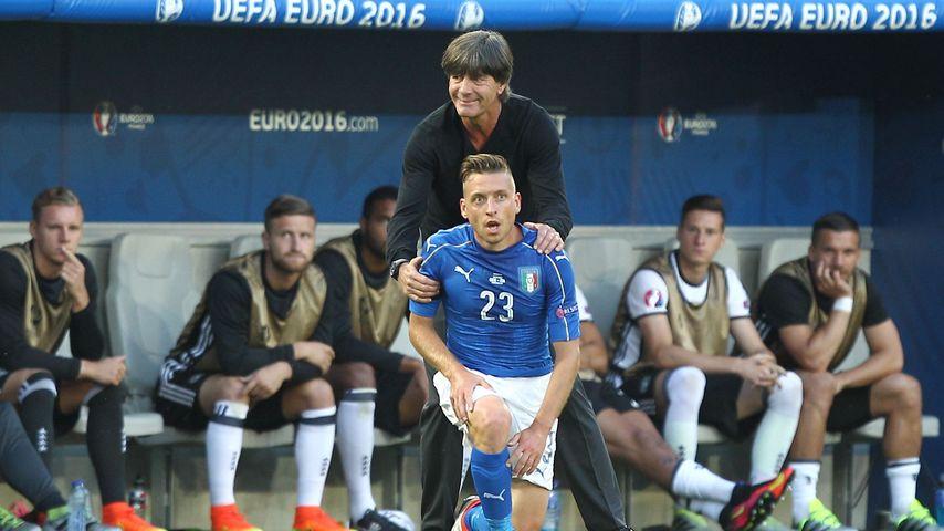 Jogi Löw und Emanuele Giaccherini beim EM-Viertelfinale 2016