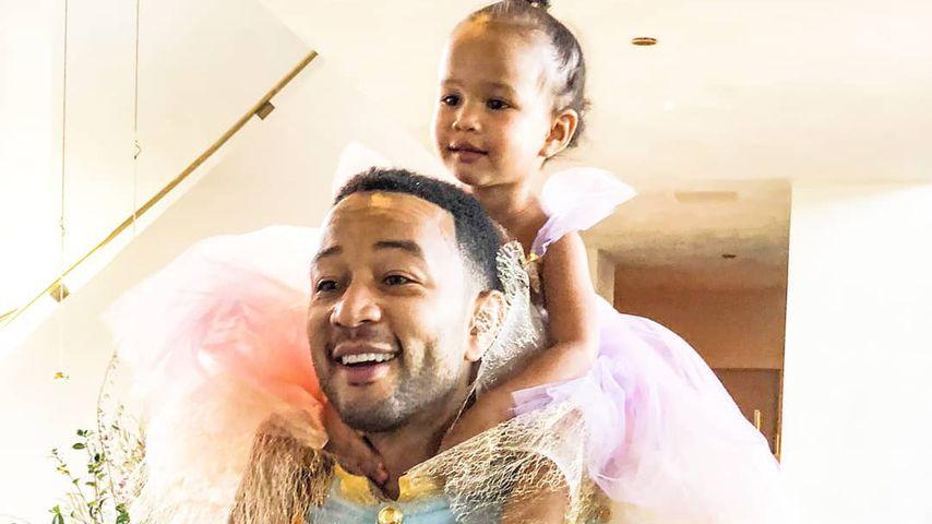 John Legend zeigt Papa-Tochter-Outfit als Prinz & Prinzessin