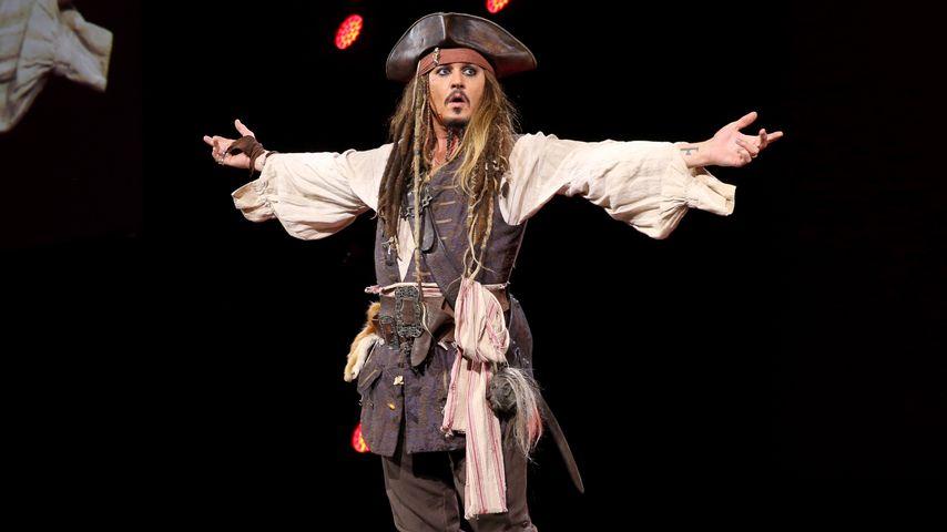 Piraten-Alarm! Johnny Depp erschreckt Besucher im Disneyland