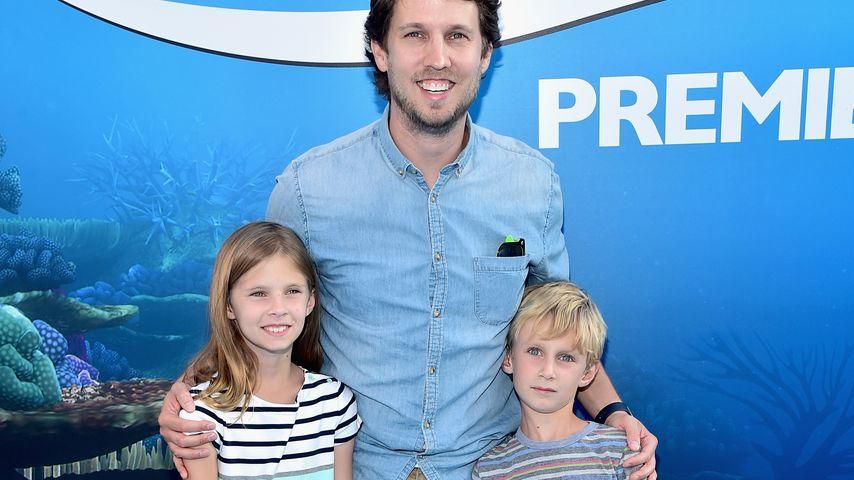 """Jon Heder mit seinen Kindern bei der Premiere von """"Findet Dorie"""""""
