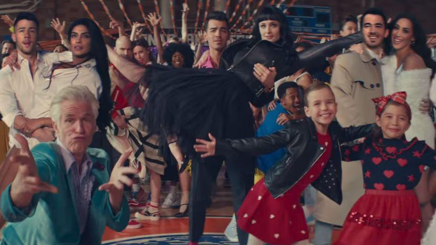 Jonas Brothers' Musik-Clip: All ihre Frauen wieder mit dabei