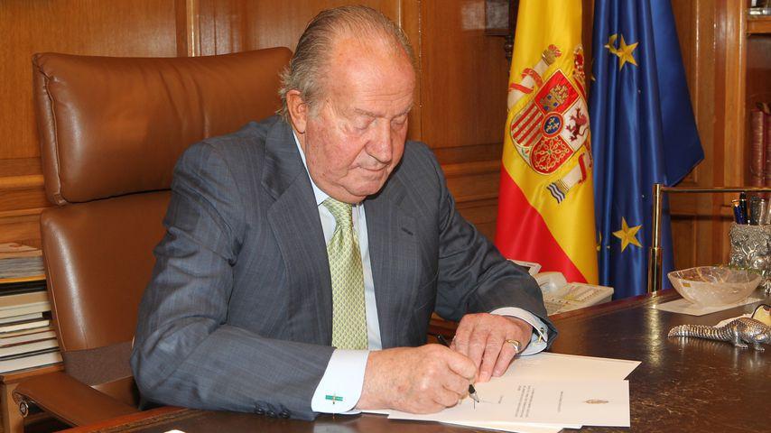 Juan Carlos bei der Unterzeichnung seiner Abdankungs-Urkunde im Juni 2014