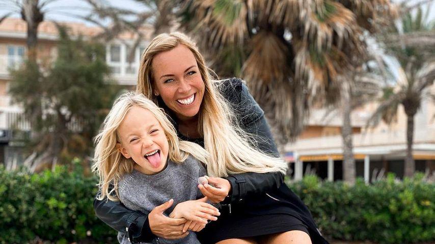 Julia Holz und ihre Tochter im November 2020 in Palma de Mallorca