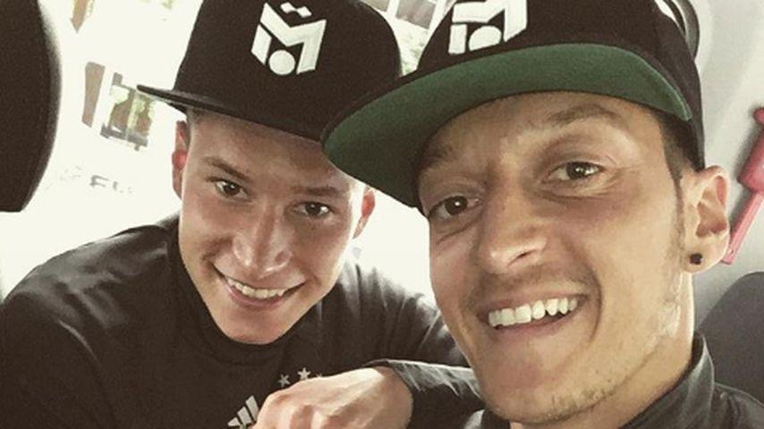 Julian Draxler und Mesut Özil