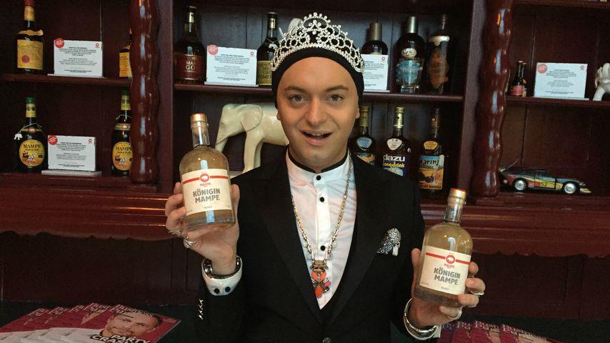 Stößchen! Julian F. M. Stoeckel bringt eigenen Vodka raus