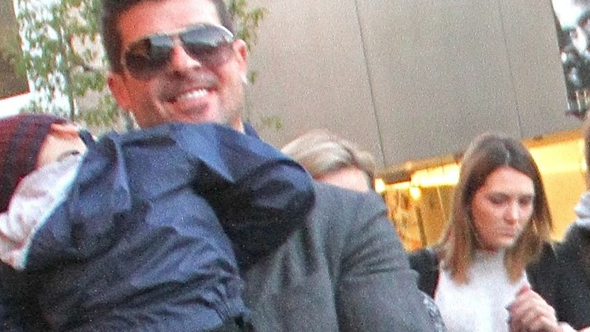 Schlaf-Shopper: Robin Thickes Sohn total erschöpft