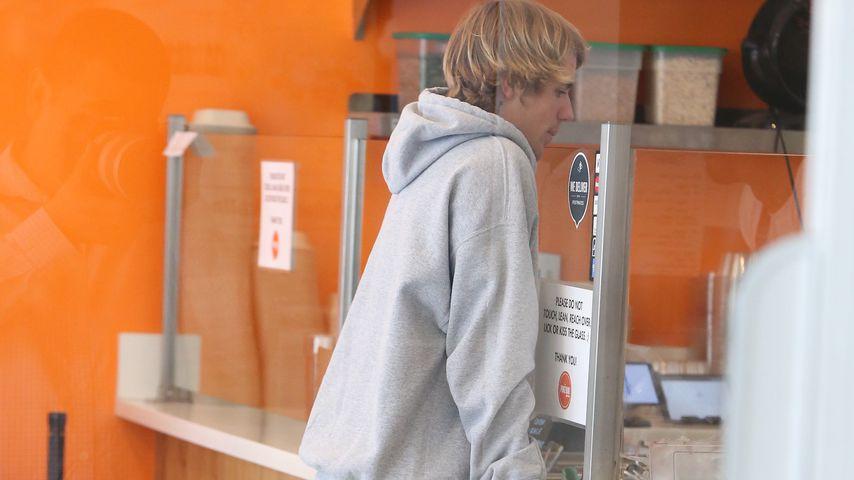 Justin Bieber in einem Restaurant in Los Angeles