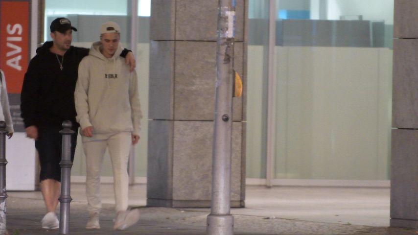 Justin Bieber mit seinem Vater in Berlin