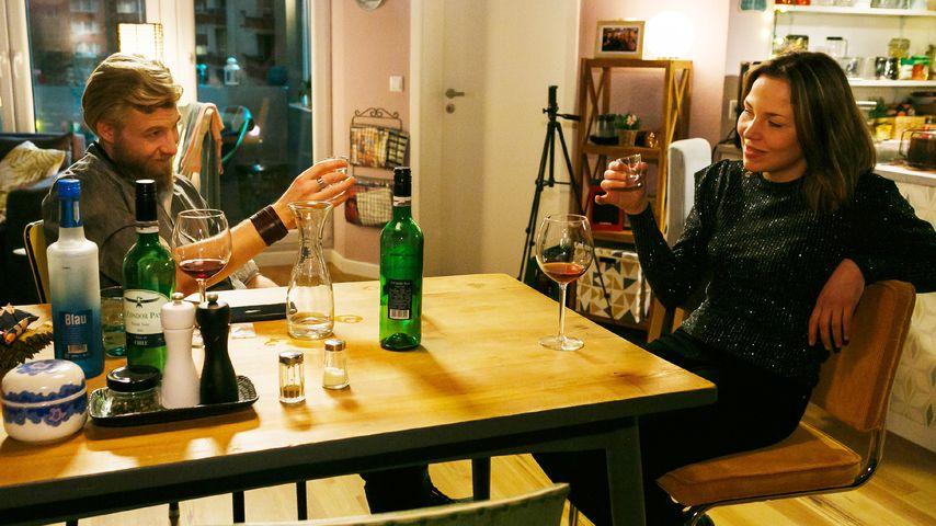 """Kai (Hannes Schmid) und Ina (Franziska van der Heide) bei """"Alles was zählt"""""""