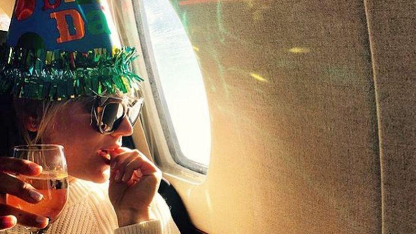 Mit Partyhut & Wein: Kaley Cuoco verreist zu ihrem 30.