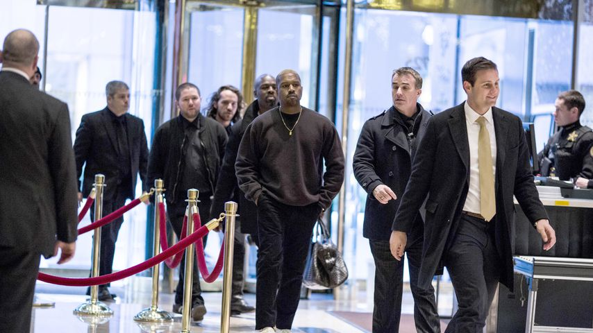 Kanye West in der Lobby des Trump Towers