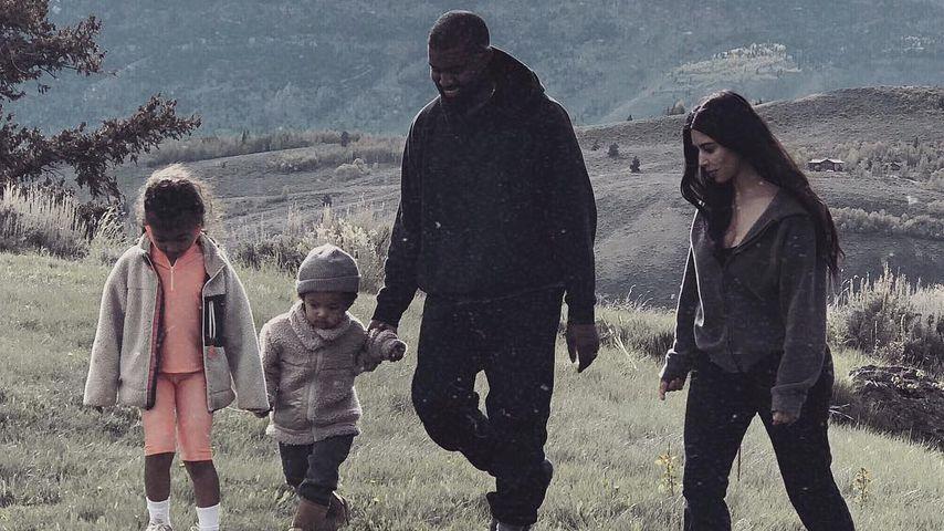 Kanye West und Kim Kardashian mit ihren Kids North (l.) und Saint West (2.v.l.)
