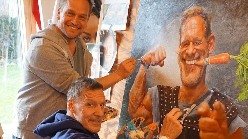 Karikaturist Bernhard Prinz mit Ralf Moeller