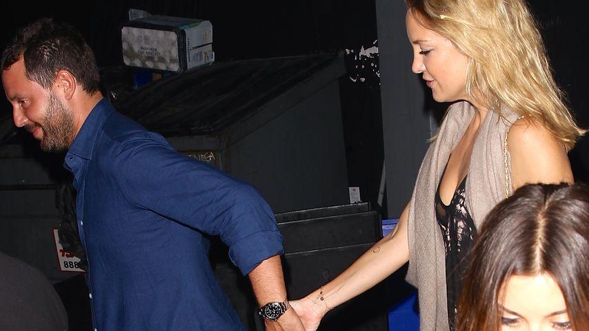Flirt-Alarm: Mit wem hält Kate Hudson denn hier Händchen?