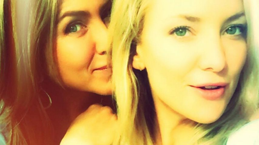 Kate Hudson & Jennifer Aniston: Süßes Selfie vom Set!