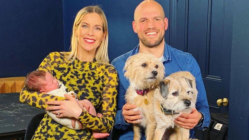 Mit Baby und Hunden: Kate Lawler teilt erstes Familienfoto