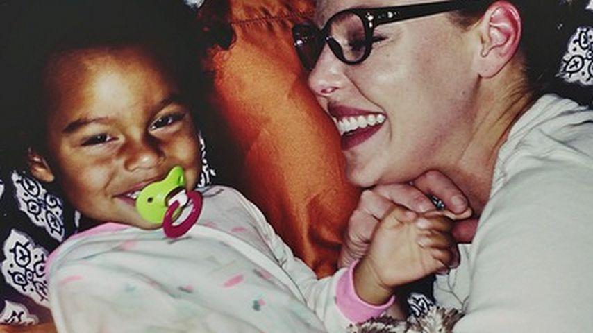 Herzig: Katherine Heigl knuddelt mit ihrer Tochter