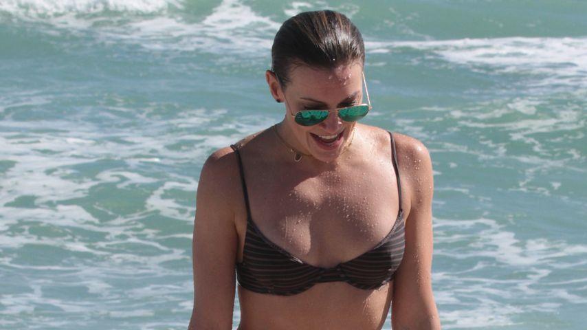Heiße Bikini-Figur: Katie Cassidy planscht munter im Meer
