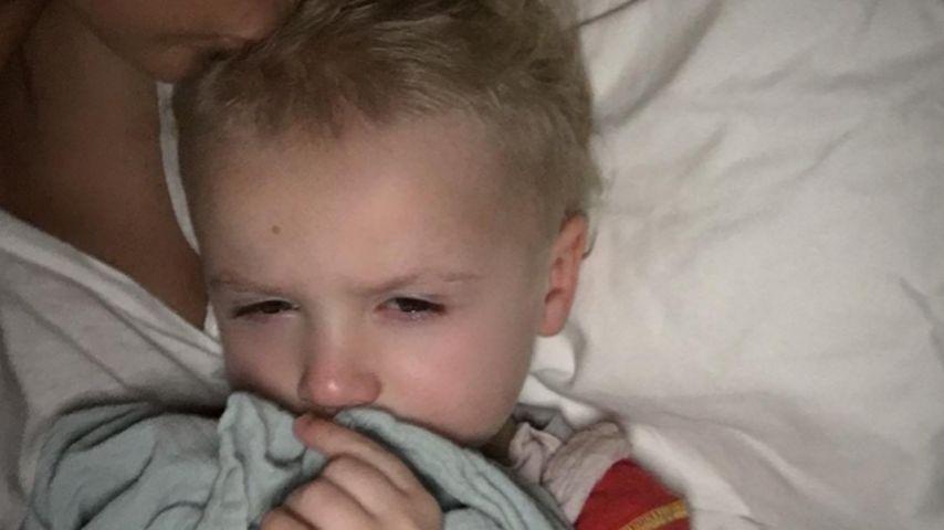 Müdes Würmchen: Katie Price kuschelt mit ihrem Sohn