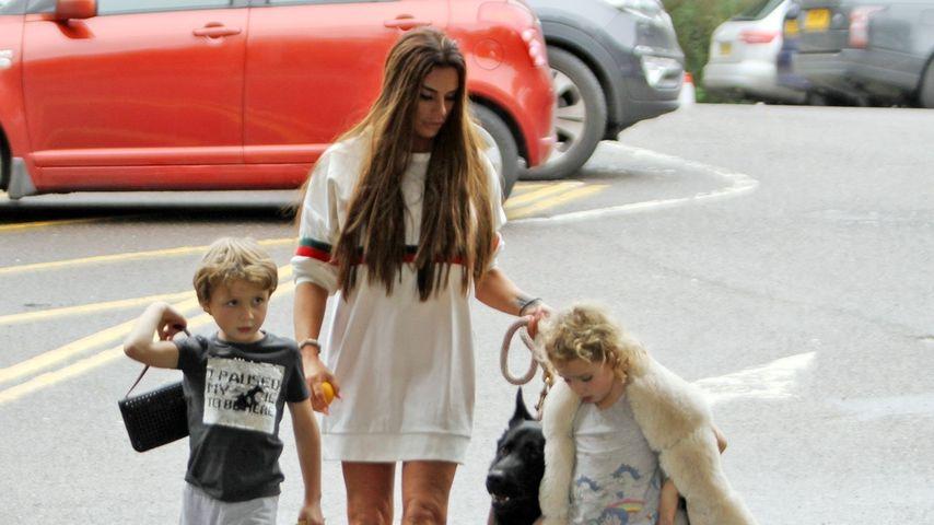 Katie Price mit ihrem Hund und den Kindern Bunny und Jett, November 2019
