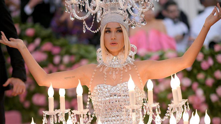 Katy Perry als fleischgewordener Kronleuchter