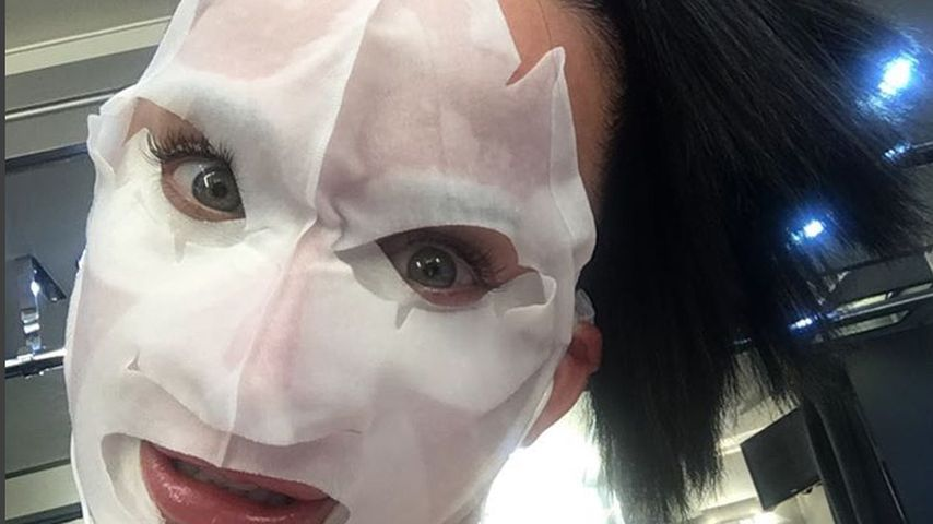 Grusel-Maske: Das soll schön machen, Katy Perry?