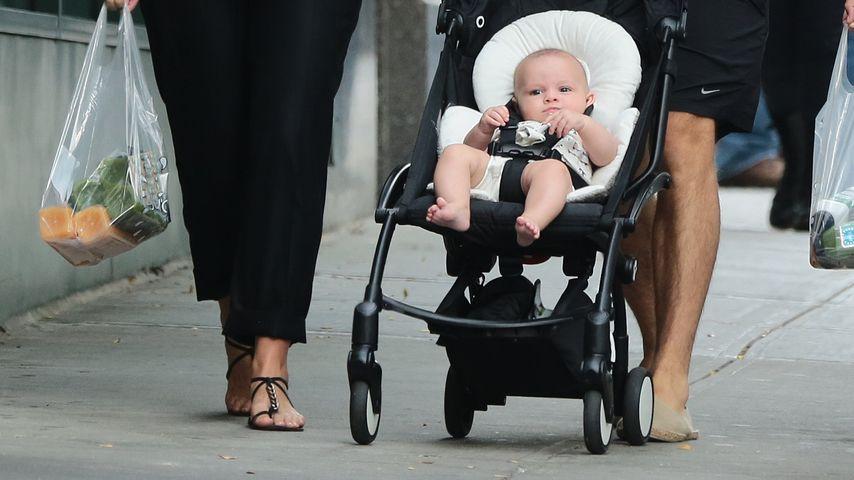 Krasse Kritik: Ist Keira Knightleys Baby zu jung zum Sitzen?