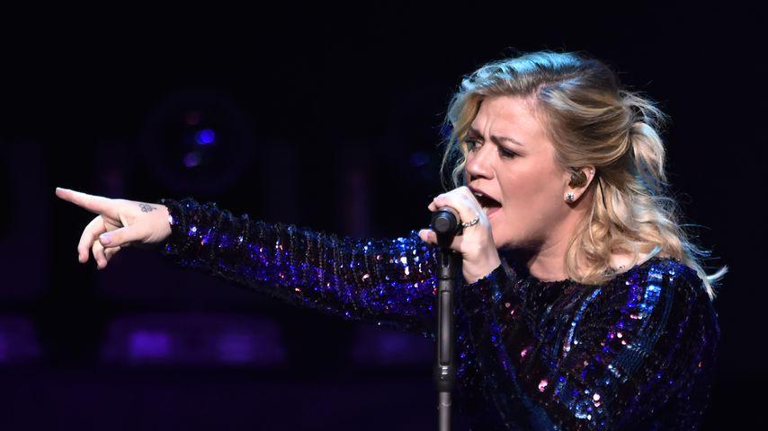 Musikerin Kelly Clarkson auf der Bühne
