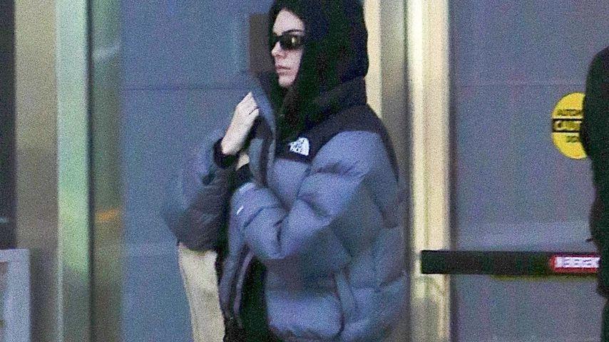 Hoodie & Co.: So leger steigt Kendall Jenner in den Flieger